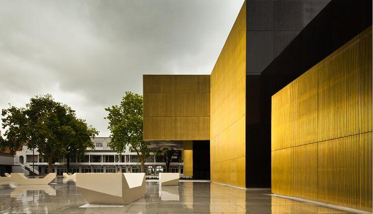 O CIAJG, a Casa da Memória e outros museus Vimaranenses são gratuitos aos Domingos. A oferta de programação artística e cultural é um pilar essencial da cidadania.