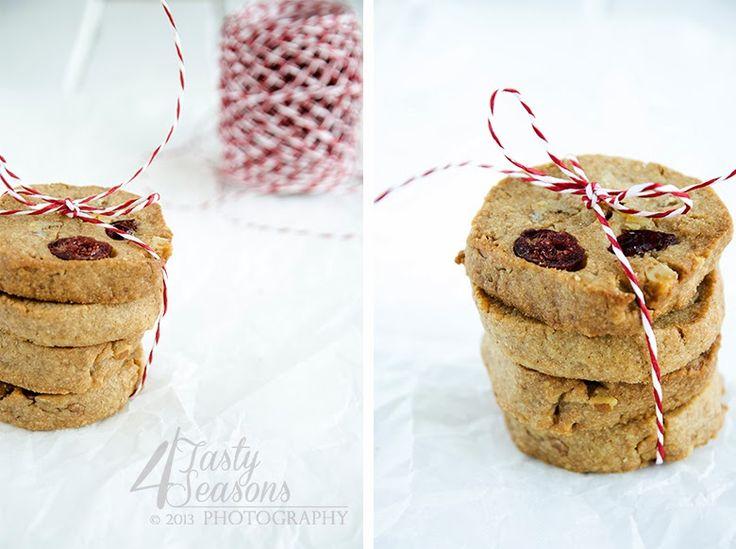 4 Tasty Seasons: Špaldové sušienky s brusnicami a orechami / Spelt flour cookies with cranberries and walnuts