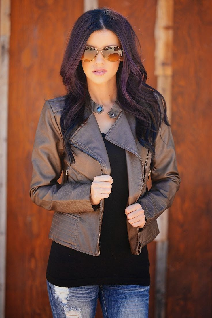 Street style | Edgy brown leather jacket. Love the hair!