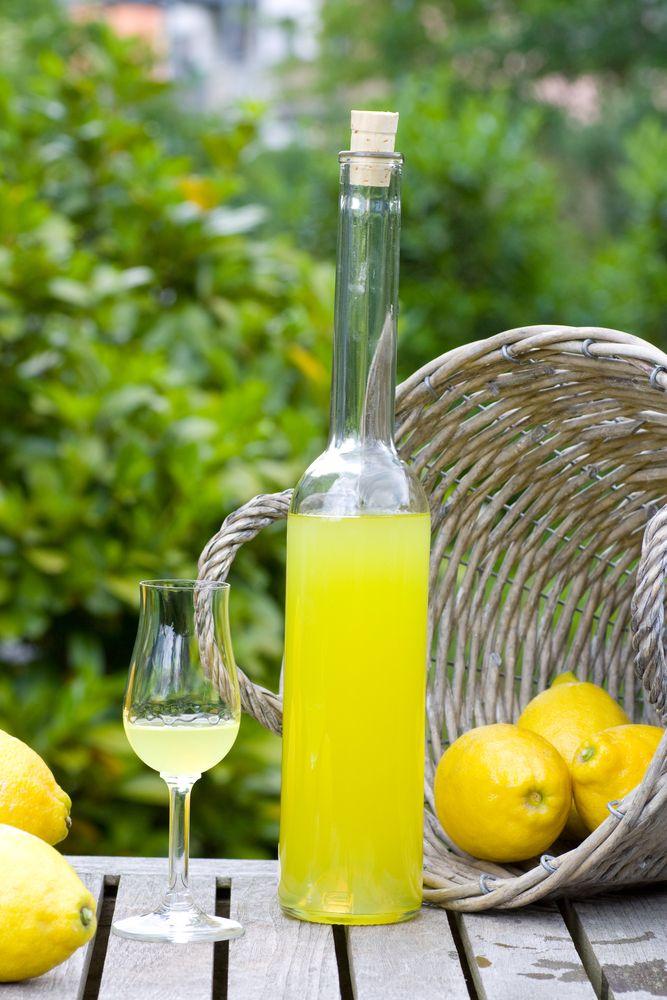 Limoncello algemeen limoncello is een italiaanse likeur for Cocktail limoncello