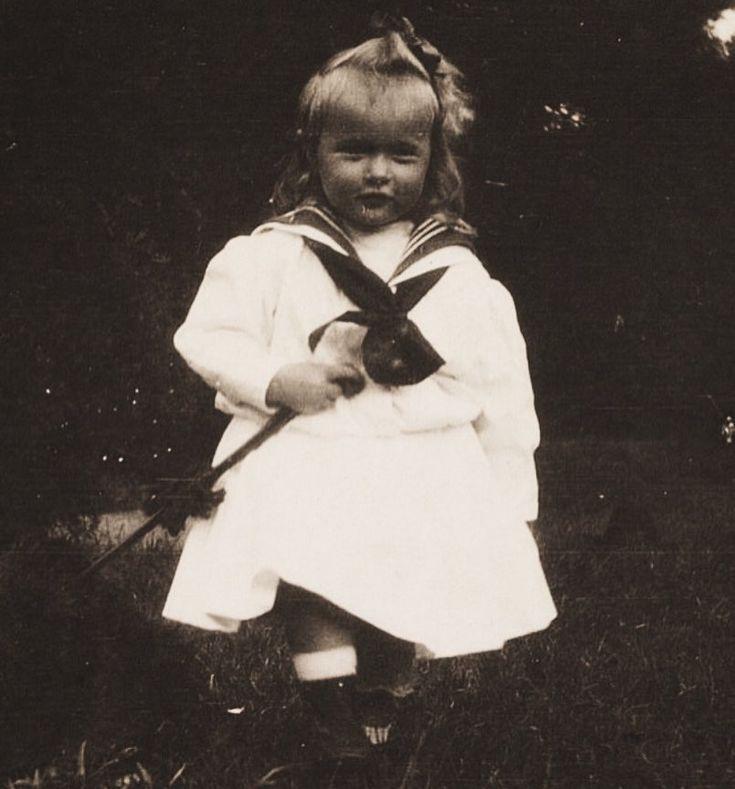 A rare photograph of Grand Duchess Anastasia as an adorable toddler, circa 1903. Photo source: vk.com/naaotma
