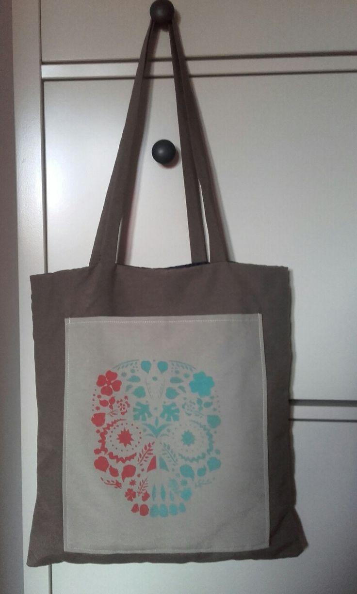 Bolsa de loneta decorada con chalk paint y medium textil