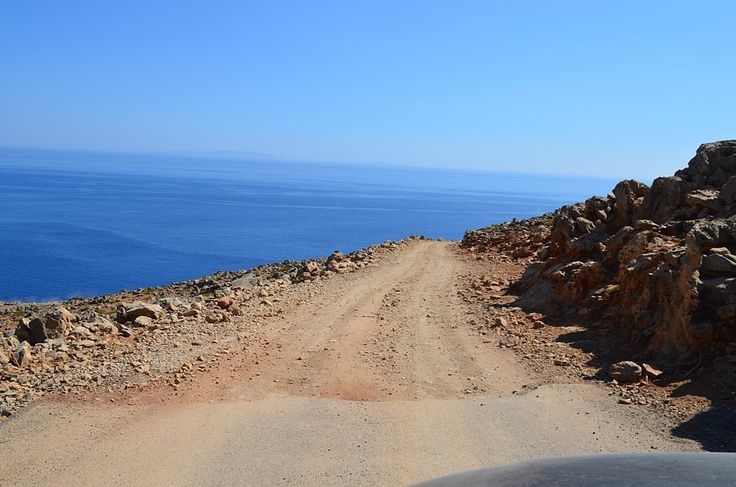 The road down to Lykos beach.