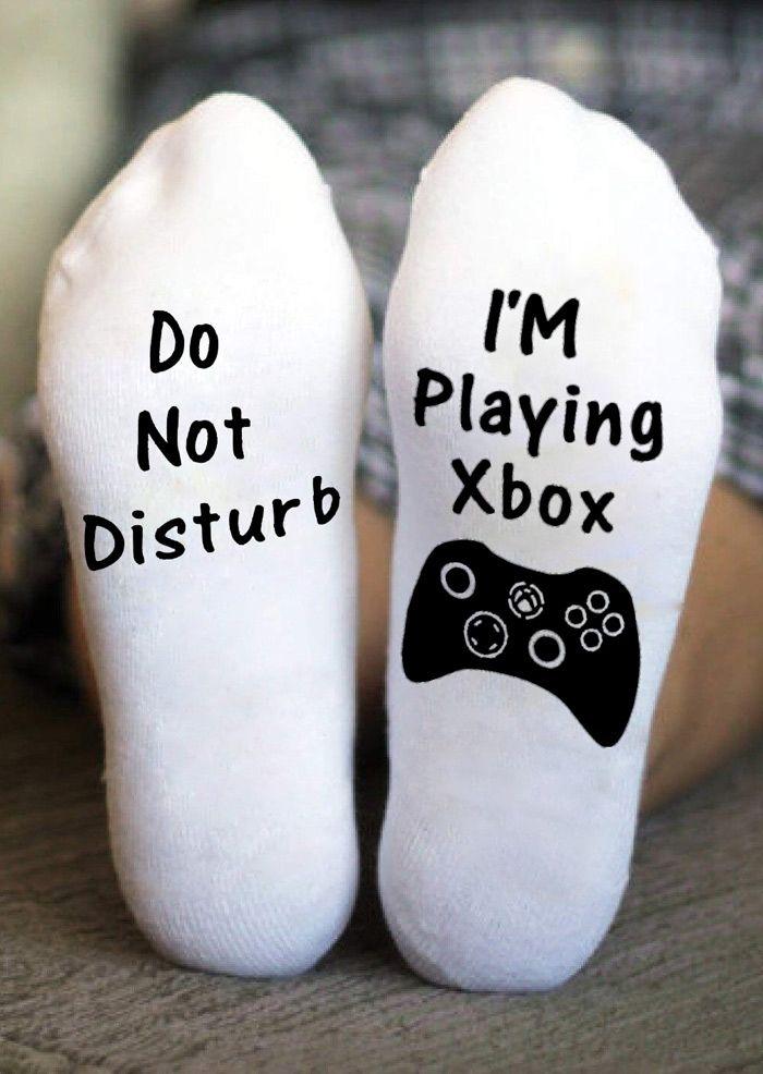 cadeau danniversaire Do Not Disturb Gaming Xbox Socks chaussettes de bas I m Playing Xbox chaussettes de jeu Xbox joueur fan de football chaussettes de No/ël chaussettes Xbox