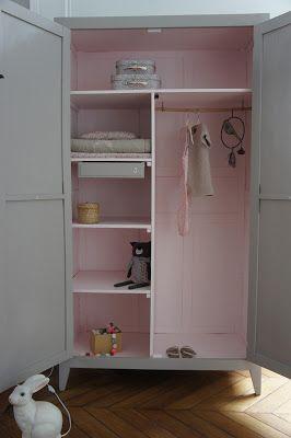 L'armoire années 50/60 de Joséphine   Magnifique armoire parisienne entièrement repeinte en taupe doux à l'extérieur et rose pâle à l'intéri...