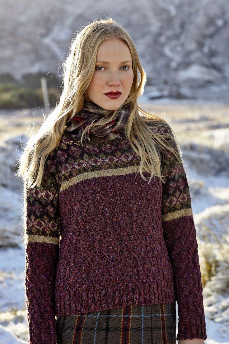 Вязание для женщин пуловера с косами и жаккардовой кокеткой из замечательной комбинации пряжи Rowan Tweed (шерсть), Colourspun (шерсть и мохер) и Frost(альпака и вискоза). Вязание пуловера с косами по нижней части и жаккардом на кокетке, подходит для большого опыта вязания спицами.