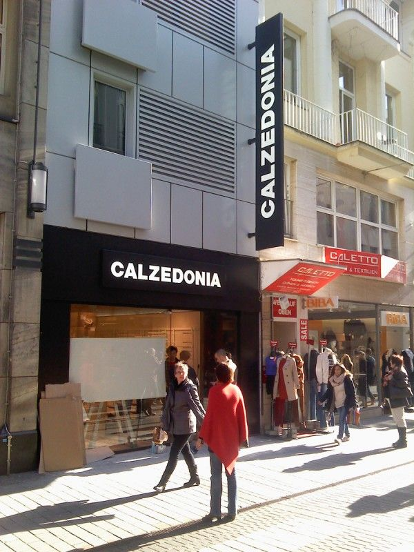 Punto Vendita Calzedonia in Germania a Colonia, realizzato da Penta Systems  #arredamento #insegne   Point of Sale Calzedonia in Germany in Cologne, made by Penta Systems  #furniture #signs