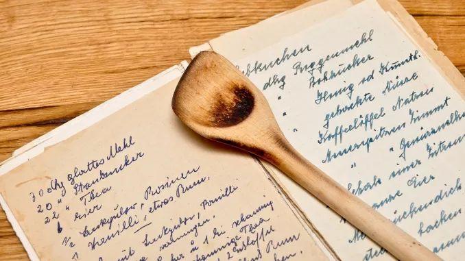 Altes Kochbuch mit Notizen