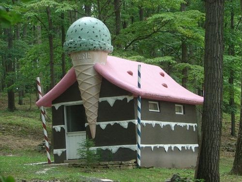 https://flic.kr/p/7BGLdo | Hansel and Grethal's Candy House | Schellsburg, PA--A long closed storybook    park.