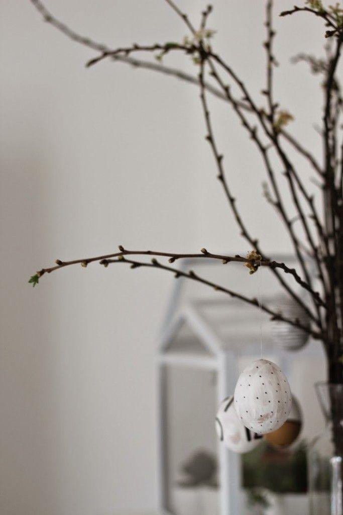 So kurz vor Ostern könnte man jetzt bunte bemalte Ostereier und grüne Osternester erwarten. Die gibt es bestimmt auch. Bloß werdet ihr hier keine finden. Schon als Kind habe ich eine Abneigung gege…
