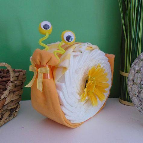 Gâteau de couches escargot cadeau de naissance unisexe
