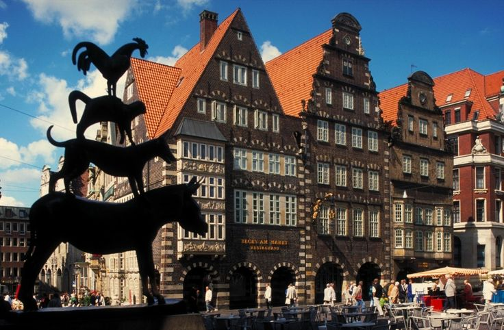Bremen, Marktplatz, with the statue of the Bremer Stadtmusikanten