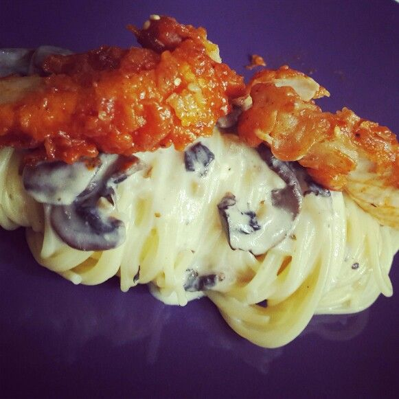 Sunday's Cooking : Spaghetti Carbonara with Korean Spicy Chicken - by @bachiennn. Nom nom!