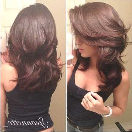 step cut hairstyle for wavy hair - http://www.gohairstyles.net/step-cut-hairstyle-for-wavy-hair-4/
