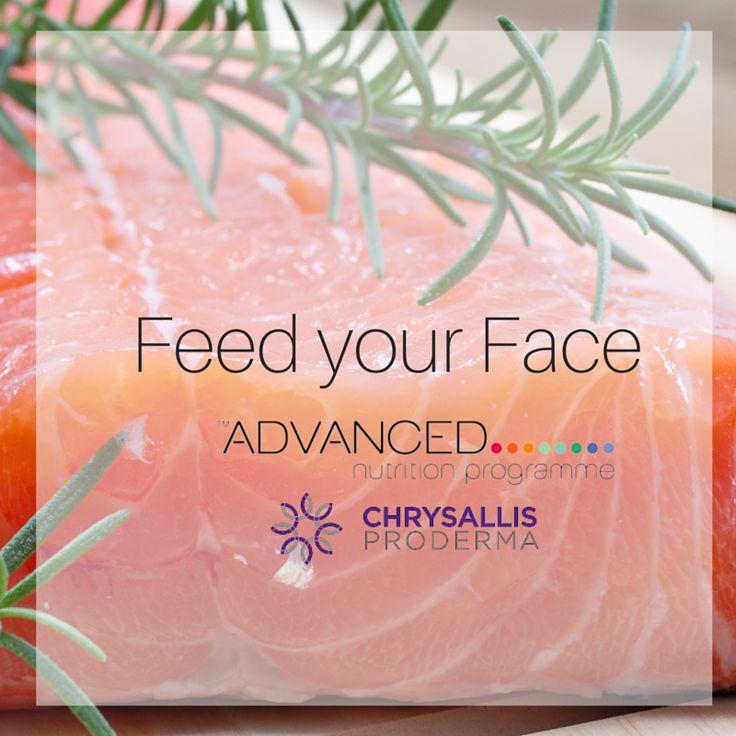 O σολωμός πρωταγωνιστεί σε όλα τα πιάτα των σταρ! Σύμφωνα με τον δερματολόγο της Ούμα Θέρμαν δρ.Nicholas Perricone η συστηματική κατανάλωση ψητού σολωμού βοηθάει τόσο το δέρμα μας όσο και την προσπάθειά μας να χάσουμε άμεσα βάρος. Πλούσιος σε βιταμίνη Ε και σε πολυακόρεστα ω-3 λιπαρά οξέα είναι η καλύτερη επιλογή για ένα όμορφο και λαμπερό δέρμα.