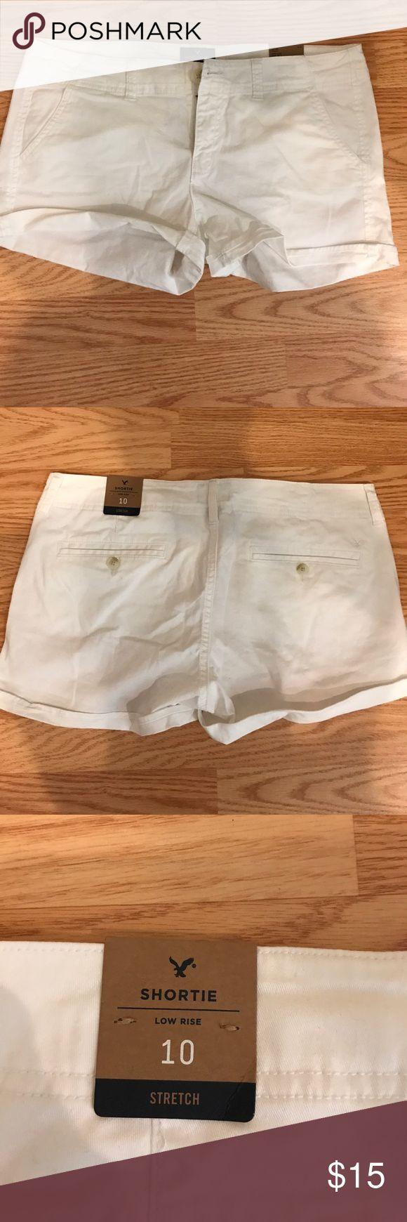White Cargo cotton shorts American Eagle Outfitters white short Cargo Cotton shorts. Low rise/ Stretch, New with tickets American Eagle Outfitters Shorts Cargos