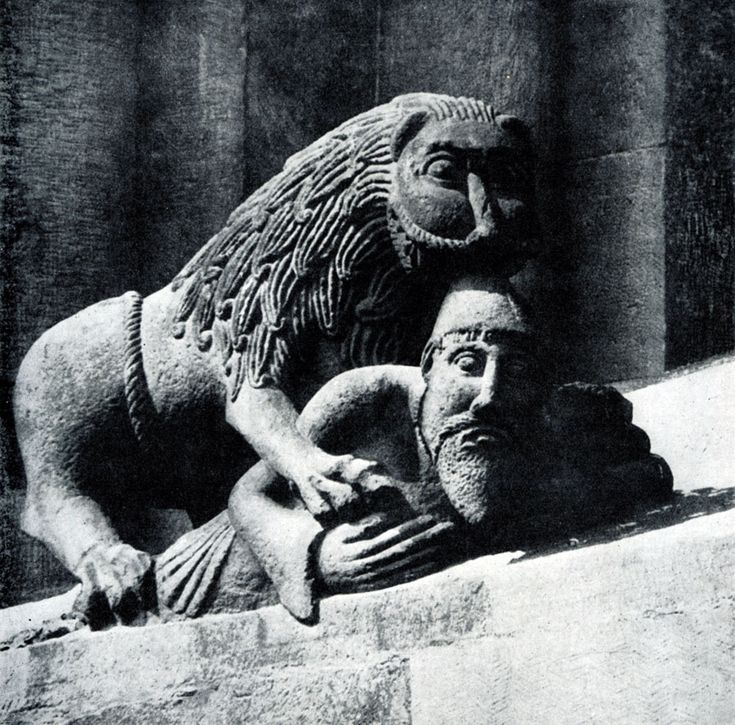 246.  Лев,    терзающий    человека.    Украшение окна собора в Вормсе. Восточный фасад. Конец 12 в.
