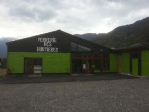 Nouvelle façade pour la verrerie des Hurtières https://paysdeshurtieres.wordpress.com/2014/04/16/nouvelle-saison-a-la-verrerie-des-hurtieres/