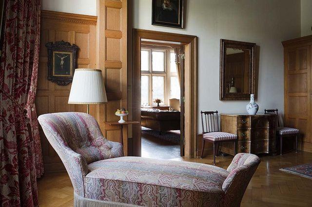 Schlosshotel Kronber. Luxus Hotelzimmer und Hotel Suiten mit w-lan Internet in Kronberg im Luxushotel Schlosshotel Kronberg im Taunus | Luxuszimmer und Suiten mit w-lan Internet in Kronberg: Das Schlosshotel in Kronberg ist das Luxushotel im Taunus und bietet elegante Suiten für ein Luxus Wochenende in Kronberg im Taunus.