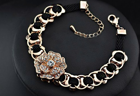 """Our beautiful """"Fleur enchaînée"""" Bracelet with austrian crystals fine cut plated in 18K Gold  You will see all the details in our website.  www.bijouteriemontresor.com"""