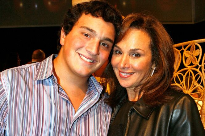 Anchor Rosanna Scotto's son gets slap on wrist for purse theft