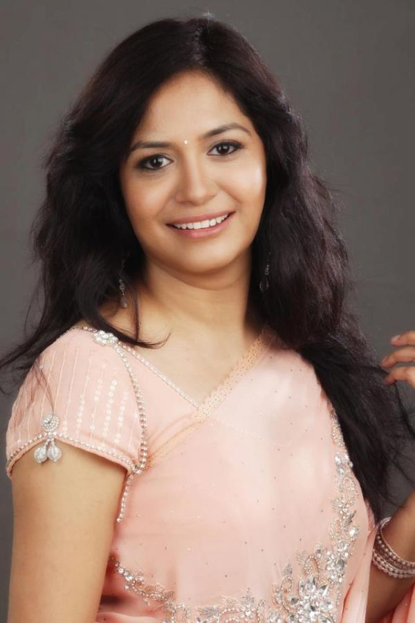 Singer Sunitha Latest Photo Collections In Saree - Tollywood Stars