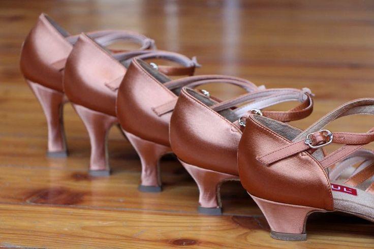 Giochi di trasparenze e scollature? un look tango 2.0. (Abiti @ ...