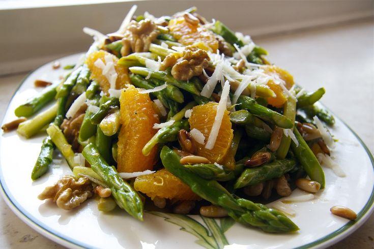 Grüner Spargelsalat mit Orangen und Walnüssen (nach Highfoodality)