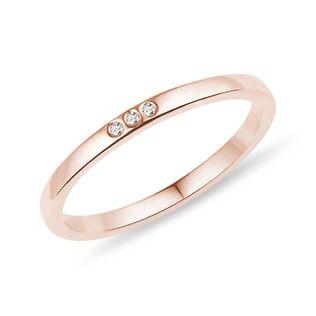 KLENOTA Minimalistic rose gold ring with diamonds.