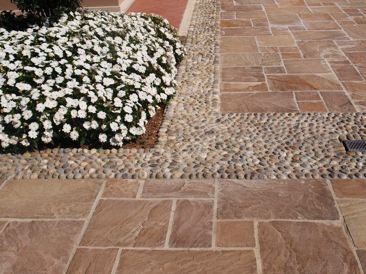 #quarzo #floor #pool #natural #garden #stone #pebbles #flooring #italian #madeinitaly #palosco #bergamo #artigianato #handicraft