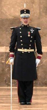 Uniforme de gran gala de oficiales subalternos del Heroico Colegio Militar / Junior officers' ceremonial dress uniform of the Heroic Military College of Mexico
