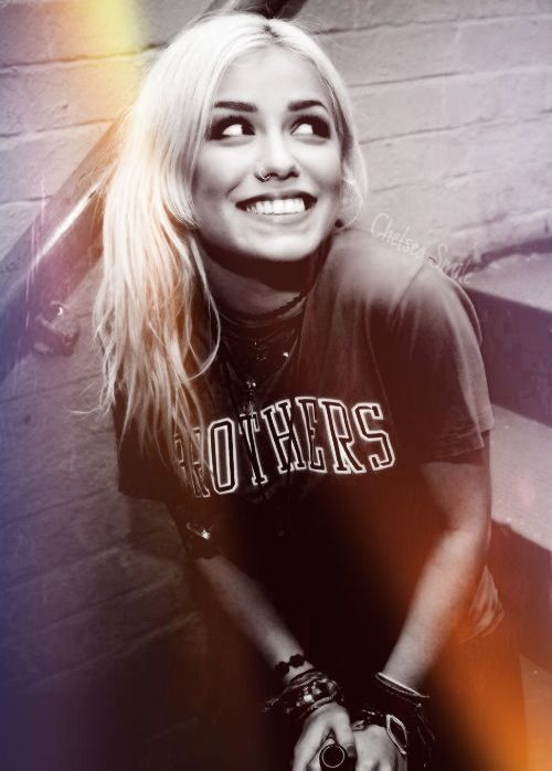 Look at her smile. She makese happy. Seriously, Jenna's smile is my favorite.