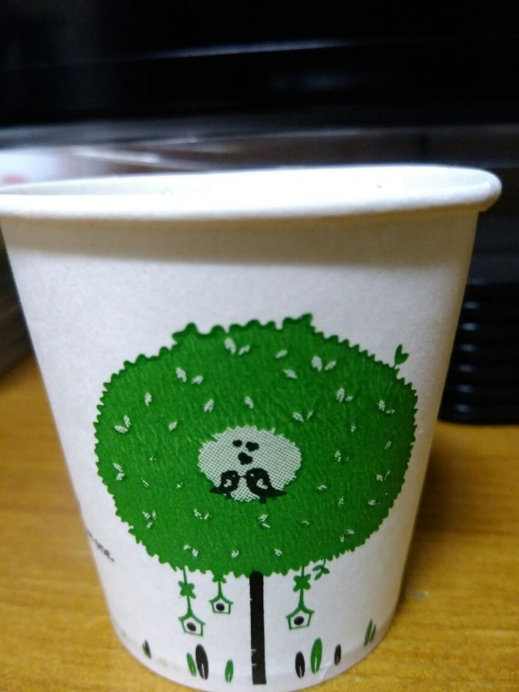 오후 6시 9분, 술떡(증편)과 생강차를 마시고 있던 저는 반대편 부엌 찬장 맨 위에 놓여있는 이 종이컵이 눈에 띄었어요. 딱 하나만 스타벅스 컵 위에 놓여있더라구요. (SF와 LA에서 가져온 스타벅스 에스프레소 컵들 위에 놓여 있었어요)그리곤 종이컵에 따뜻한 물을 마셨답니다!