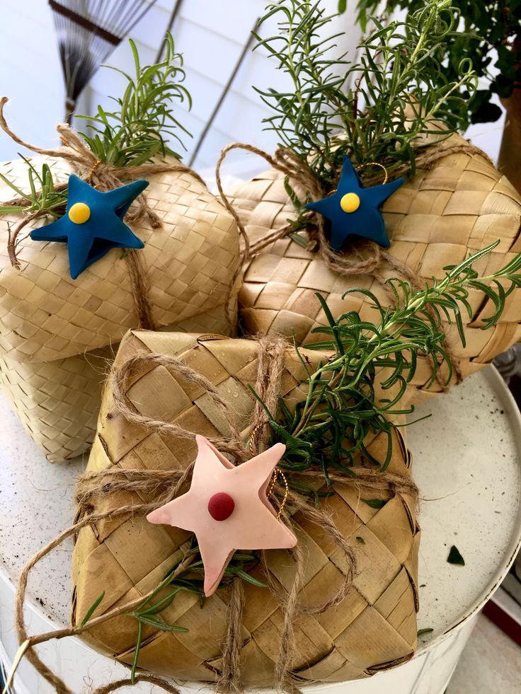 gift wrapping with jute rope, rattan containters, clay dough and rosemary