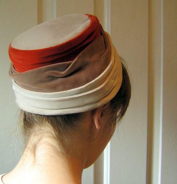 Ehi, ho trovato questa fantastica inserzione di Etsy su https://www.etsy.com/it/listing/120390174/vintage-anni-50-cappello-increspato-3