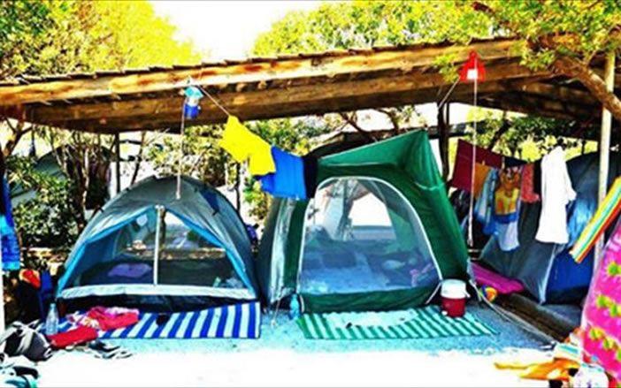 Οργανωμένο camping στην Ελλάδα: οικονομικές διακοπές κάτω απ' τα αστέρια