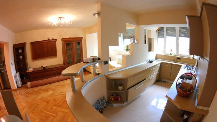 PROPRIETATE REPREZENTATA  DE AGENTIA PROPERTY LAB  Apartament complet decomandat, transformat din 2 apartamente, un apartamet tip samanta de 3 camere si unul cu 2 camere , compusa din 6 camere dupa cum urmeaza :