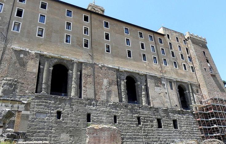 """Suburra - Como contraste, no lado occidental, atopábase a Suburra, o barrio """"chinés"""" de Roma, un lugar moi pouco recomendable, sucio, perigoso e frecuentado por todo tipo de maleantes, prostitutas, ladróns, bandidos."""