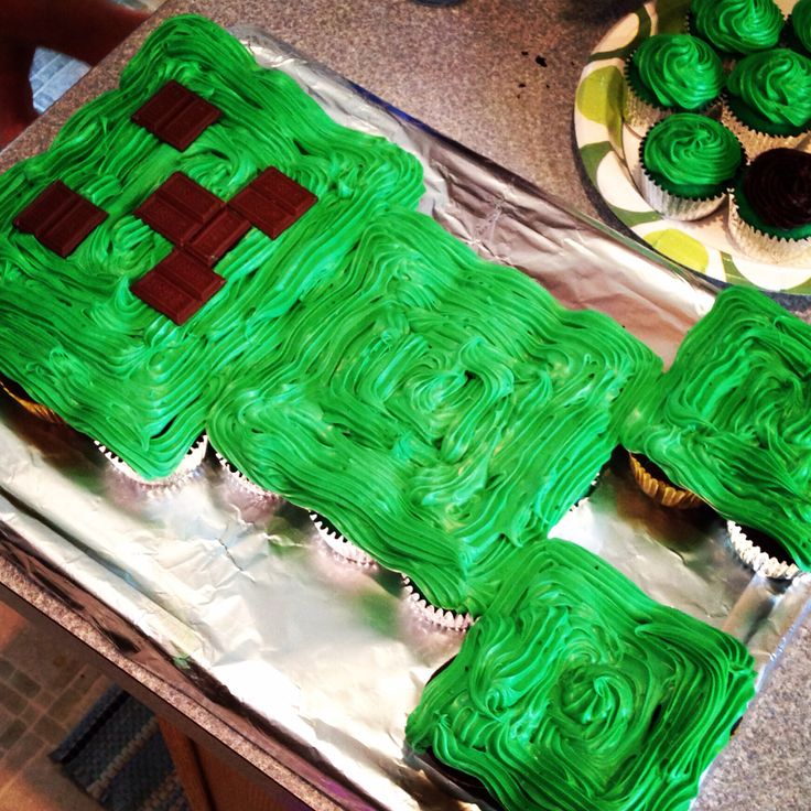 Minecraft creeper cupcake cake