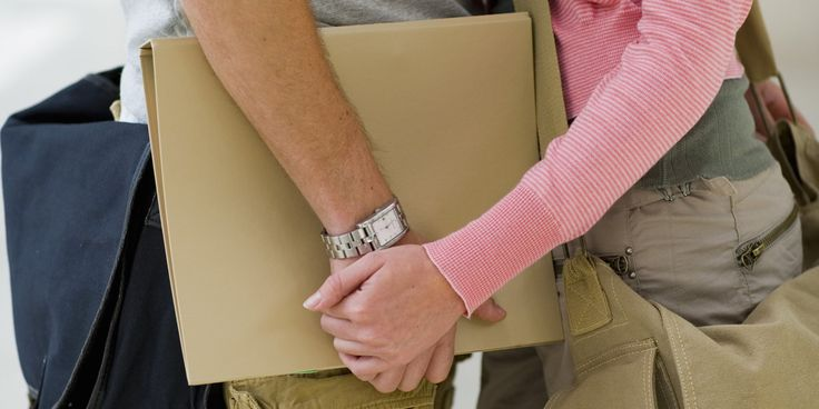 Experts Explain Why Boyfriend's Rules For College Girlfriend Are Red Flags