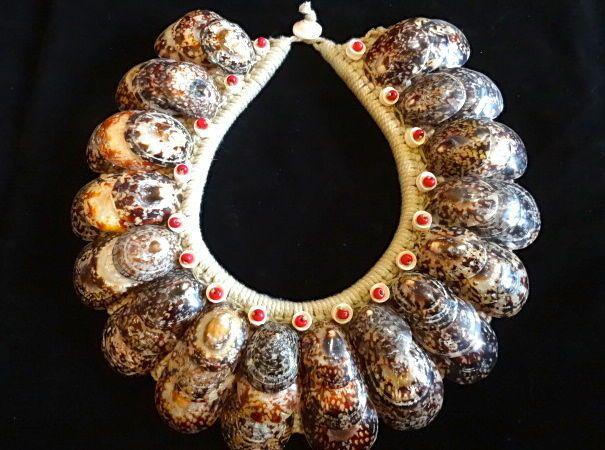 Savvy chic shell Necklace Fashion week catwalk model Balmain  bohemian glamour