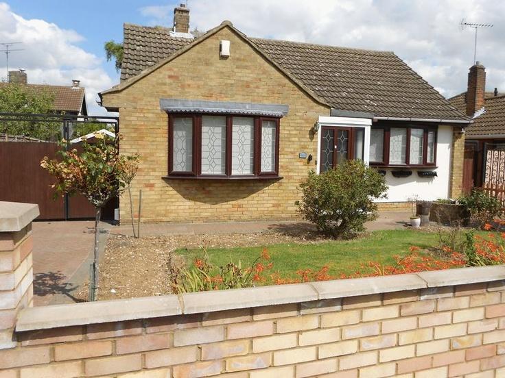 Price Range £200,000 - £220,000  2 Bedroom Detached Bungalow - Marriott Road, Luton, Bedfordshire, LU3 2HA Estate Agents