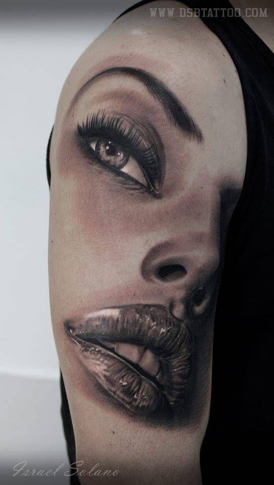 Tatuaje black & grey de un rostro femenino situado en el brazo derecho. Artista Tatuador: Israel Solano