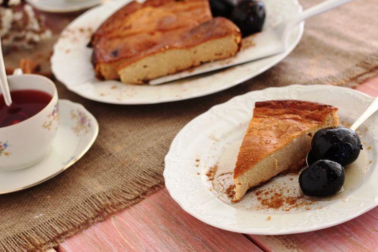 Παραδοσιακή μελόπιτα με γλυκό του κουταλιού καρύδι