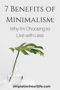 7 Benefits of Minimalism: Why I'm choosing to live with less. Simple living. Decluttering. Less is more. Minimalism.
