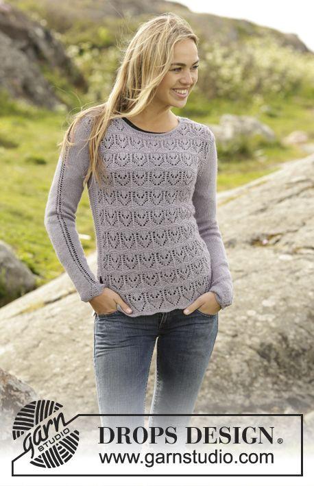 Gebreide DROPS trui in ribbelst met kantpatroon van BabyAlpaca Silk. Maat: S - XXXL. Gratis patronen van DROPS Design.