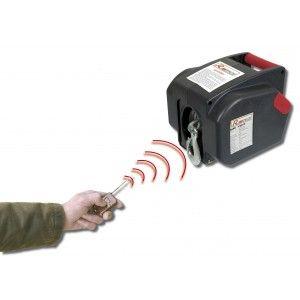 Portez et tractez des charges conséquentes sans effort grâce au treuil électrique avec télécommande.