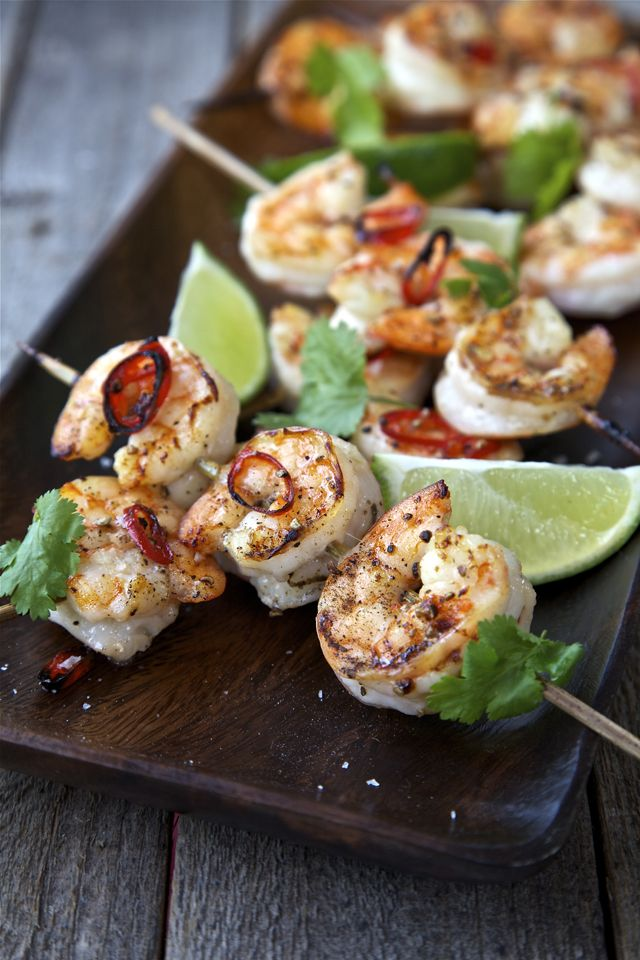 These look really yummy. I should try this. Honey Chilli Prawn Skewers | DonalSkehan.com