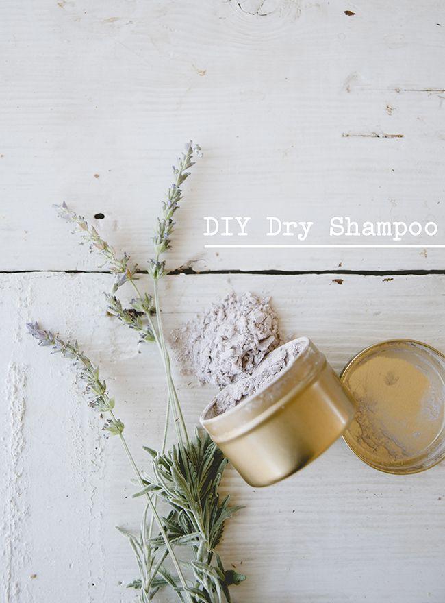 DIY DRY SHAMPOO // THE KITCHY KITCHEN