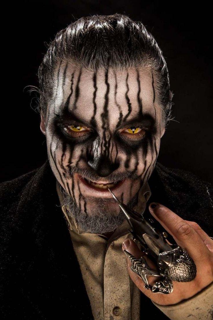 maquillage Halloween homme pour devenir zombie : make up blanc et noir et lentilles fantaisie